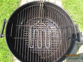 Common ball grill with built in heat source